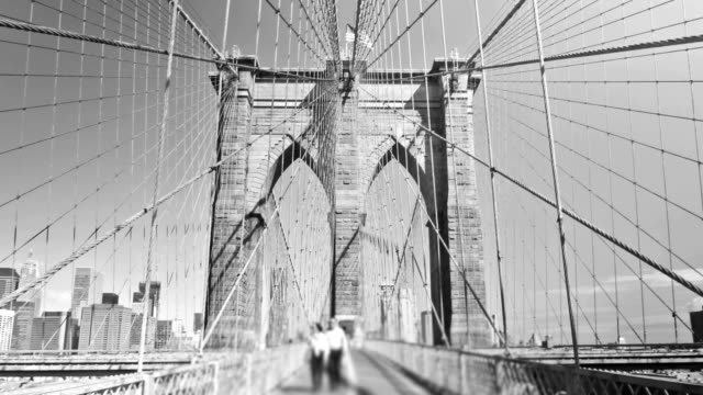 brooklyn bridge zoom - brooklyn bridge stock videos & royalty-free footage