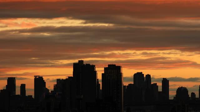 ブルックリン・シティスケープ - 逆光点の映像素材/bロール