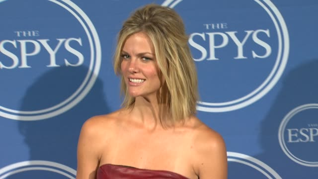 vídeos de stock, filmes e b-roll de brooklyn decker at the 2011 espy awards at los angeles ca - espy awards