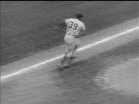 vídeos de stock e filmes b-roll de brooklyn dodger roy campanella batting running to second base / world series - camisola de basebol