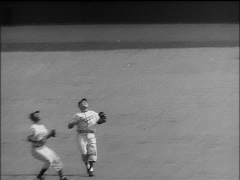 brooklyn dodgers jim gilliam + duke snider attempting to catch ball in outfield but miss it - 1955 stock-videos und b-roll-filmmaterial