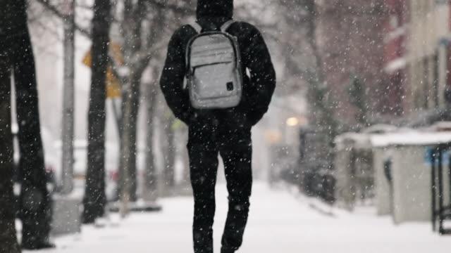 brooklyn snow storm - rucksack stock-videos und b-roll-filmmaterial