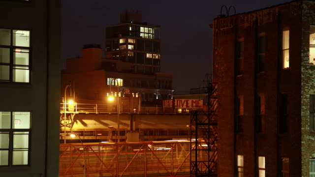 brooklyn timelapse in the evening with brick buildings and trains - foxhound stock videos & royalty-free footage