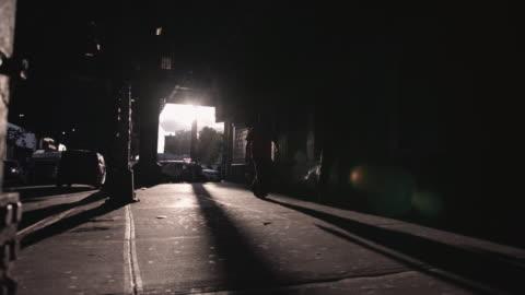 brooklyn gångtunnel vid solnedgången. - motljus bildbanksvideor och videomaterial från bakom kulisserna