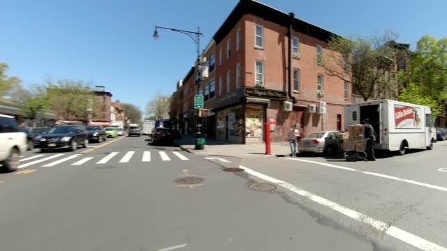 ブルックリン xxiv 同期シリーズフロントビュードライビングスタジオプロセスプレート - 車の視点点の映像素材/bロール
