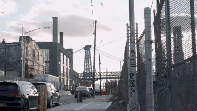 vídeos de stock, filmes e b-roll de brooklyn's williamsburg bridge - williamsburg new york