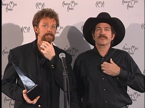 Brooks Dunn at the American Music Awards 2000 at Shrine
