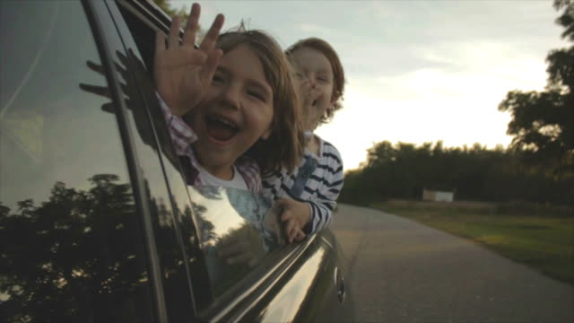 stockvideo's en b-roll-footage met brother and sister - autoreis