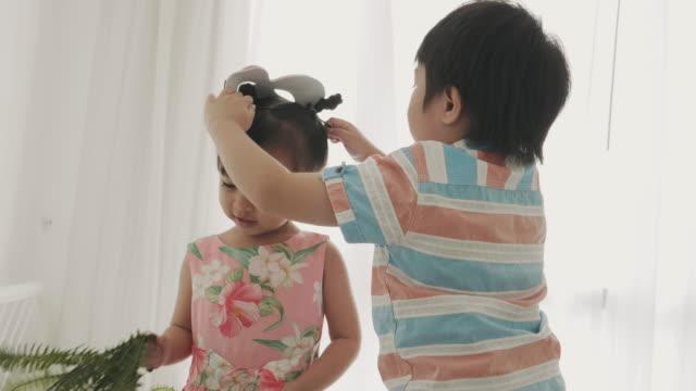 妹に兄摩耗マスク - 扮装点の映像素材/bロール