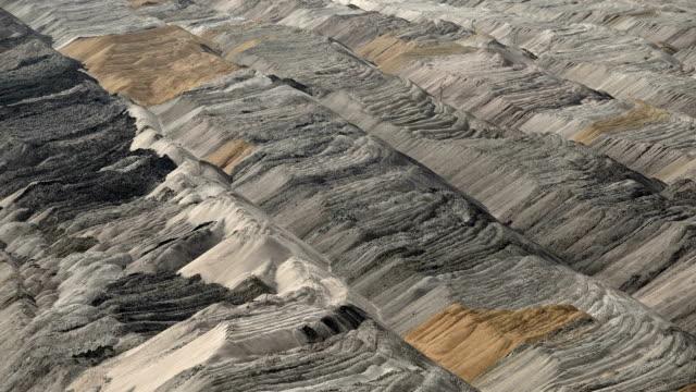 vídeos de stock, filmes e b-roll de brown coal mining in hambach, north rhine-westphalia, germany - mina de carvão