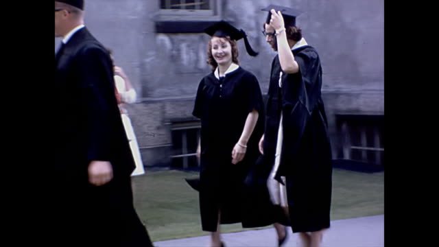 vídeos de stock, filmes e b-roll de 1963 brown university graduation clips - home movie - rhode island