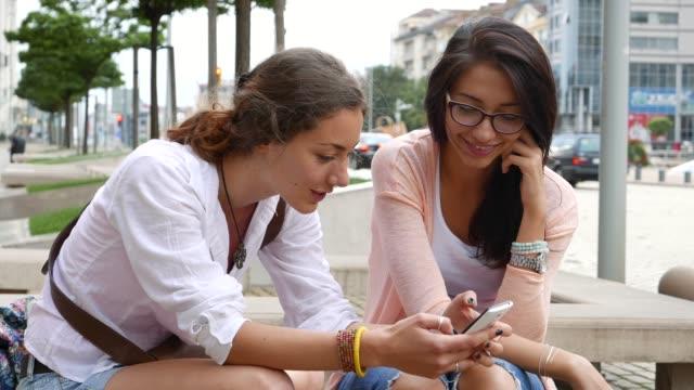 Navigation et envoyer des SMS sur un téléphone intelligent