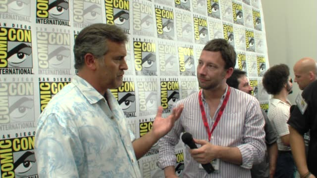 bruce campbell at the comic-con 2009: bruce campbell interview at san diego ca. - bruce campbell stock videos & royalty-free footage