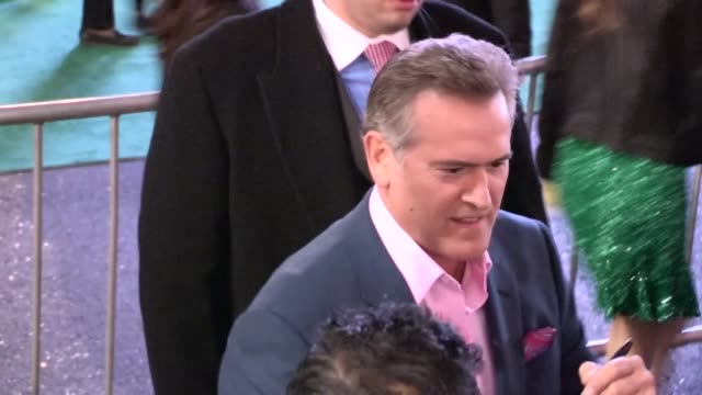 bruce campbell greets fans at oz the great and powerful premiere in hollywood, 02/13/13 - bruce campbell stock videos & royalty-free footage