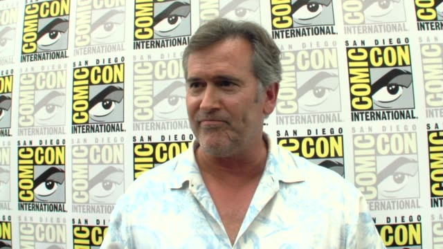 bruce campbell on the secrets of playing a sidekick at the comic-con 2009: bruce campbell interview at san diego ca. - bruce campbell stock videos & royalty-free footage