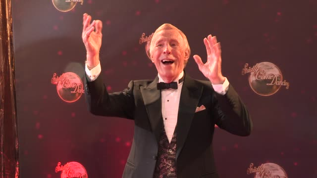 bruce forsyth at strictly come dancing at elstree studios on september 03 2013 in borehamwood england - ハートフォードシャー点の映像素材/bロール