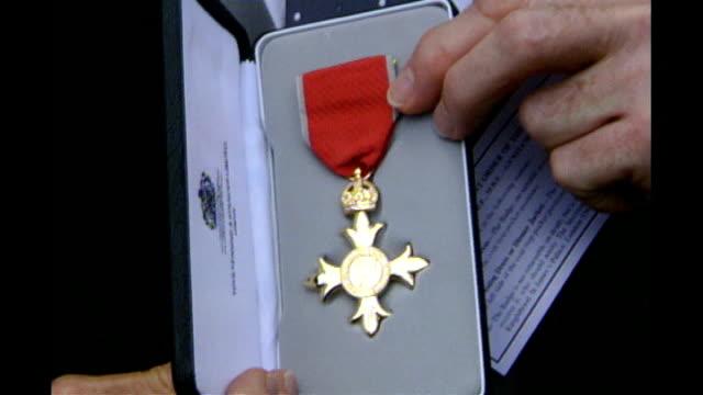 bruce forsyth celebrates 80th birthday; lib buckingham palace: ext forsyth showing off obe medal - itv weekend late news点の映像素材/bロール