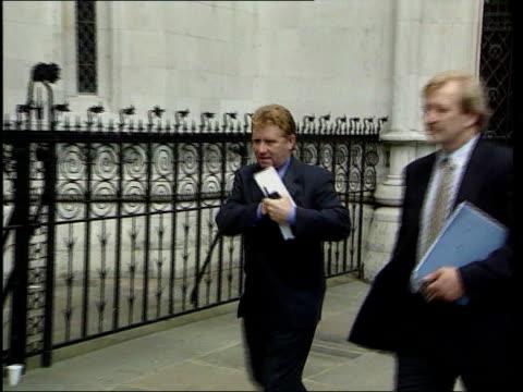 bruce grobbelaar libel trial; lib portsmouth manager alan ball arriving at court - 文書による名誉棄損点の映像素材/bロール