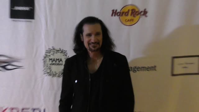 bruce kulick at the 5th annual rock godz hall of fame awards at hard rock cafe on october 26, 2017 in hollywood, california. - ハードロックカフェ点の映像素材/bロール