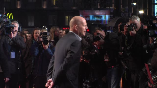 bruce willis at 'a good day to die hard' uk premiere at empire leicester square on february 07 2013 in london england - bruce willis stock-videos und b-roll-filmmaterial