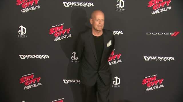 bruce willis at sin city a dame to kill for los angeles premiere at tcl chinese theatre on august 19 2014 in hollywood california - bruce willis stock-videos und b-roll-filmmaterial