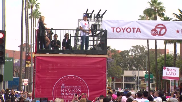 speech bruce willis at the 21st annual eif revlon run walk for women at los angeles coliseum on may 10 2014 in los angeles california - bruce willis stock videos and b-roll footage