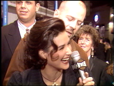bruce willis at the 'a few good men' premiere on december 9 1992 - bruce willis stock-videos und b-roll-filmmaterial