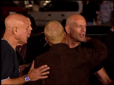 bruce willis at the 'bandits' premiere on october 4 2001 - bruce willis stock videos and b-roll footage