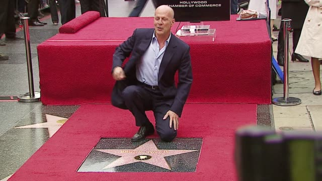 bruce willis at the dedication of bruce willis' star on the walk of fame at hollywood boulevard in hollywood california on october 16 2006 - ウォークオブフェーム点の映像素材/bロール