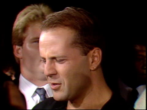bruce willis at the 'in country' premier at academy theater in beverly hills california on september 14 1989 - bruce willis stock-videos und b-roll-filmmaterial