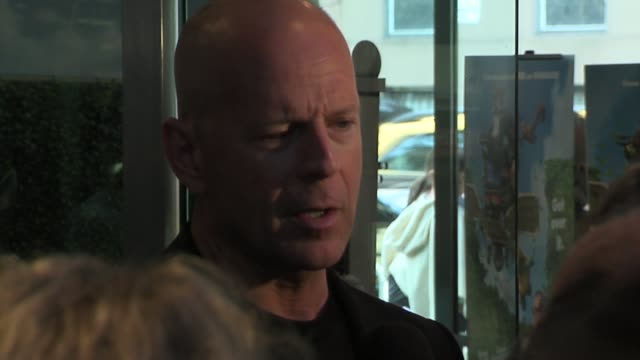 bruce willis at the over the hedge premiere at the chelsea west theatre in new york new york on may 16 2006 - bruce willis stock videos and b-roll footage