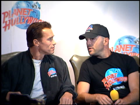 Bruce Willis at the Planet Hollywood Press Conf and entrances on September 17 1995