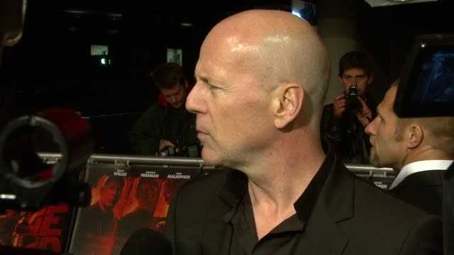 stockvideo's en b-roll-footage met bruce willis at the red uk premiere at london england - 2010