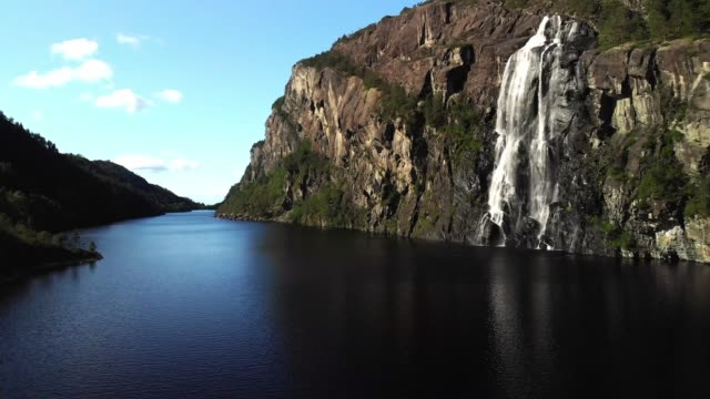 brudesløret waterall, norway - cliff video stock e b–roll