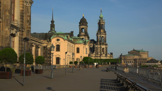 bruehl's terrace with dresden cathedral and semper opera house dresden saxony, sachsen germany - sachsen stock-videos und b-roll-filmmaterial