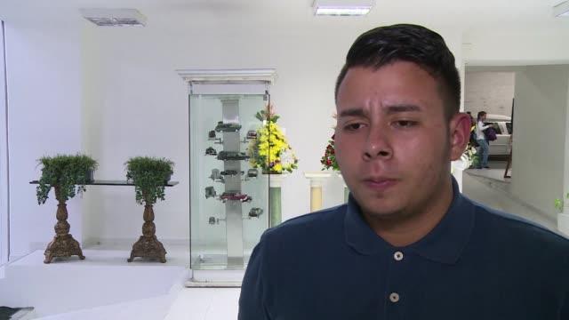 stockvideo's en b-roll-footage met bruno goytia gomez esta seguro de que su padre el copiloto del accidentado avion que transportaba al chapecoense de brasil a la final de la copa... - padre