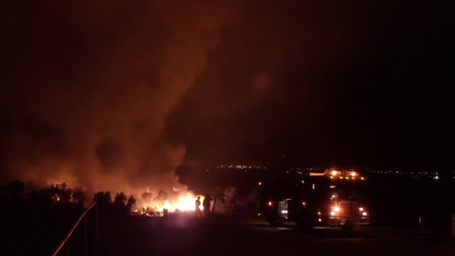 Brush fire threatens 300 homes / Residents evacuating / Firetruck and firefighters