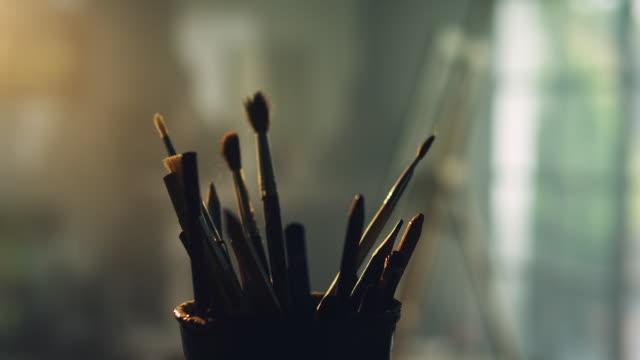 vídeos de stock, filmes e b-roll de escovas  - desenhar atividade