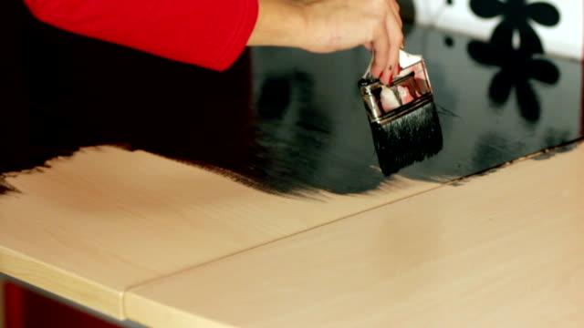 Brushing desk in black