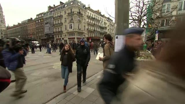 vídeos de stock, filmes e b-roll de police close down protest marches belgium brussels la place de la bourse ext group of proimmigrantion / left wing demonstrators chanting slogans on... - algema