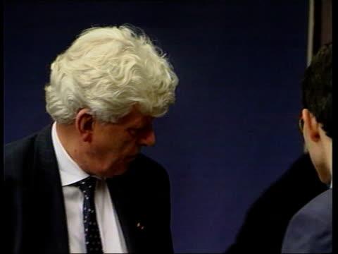 eu leaders argue over head banker itn belgium brussels tony blair out of car and poses for press press blair greeted and into building helmut kohl... - scrambling bildbanksvideor och videomaterial från bakom kulisserna