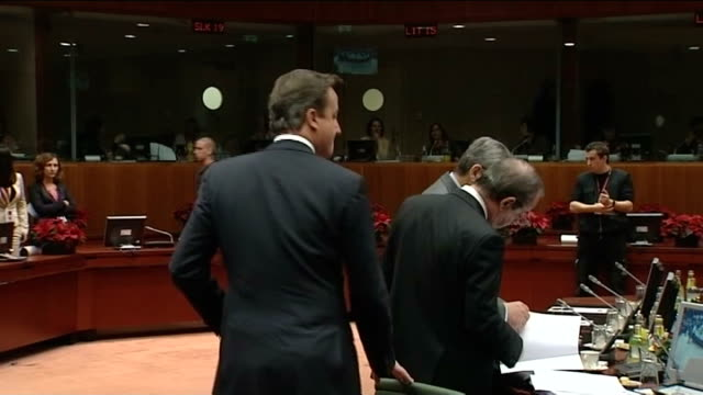 brussels photography** nicolas sarkozy stands smiling and laughing as chatting with other eu leaders at eu summit angela merkel smiling as standing... - 首脳会議点の映像素材/bロール