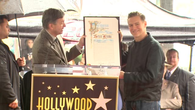 vidéos et rushes de bryan adams at the bryan adams honored with a star on the hollywood walk of fame at hollywood ca - bryan adams