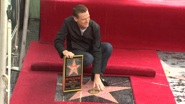 vidéos et rushes de bryan adams honored with a star on the hollywood walk of fame hollywood ca united states 3/21/11 at the wireimage daily event capsules 03/22/11 at... - bryan adams