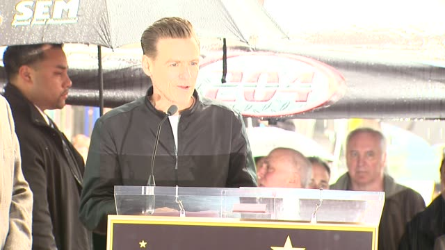 vidéos et rushes de bryan adams on receiving a star on the walk of fame and his many thanks at the bryan adams honored with a star on the hollywood walk of fame at... - bryan adams