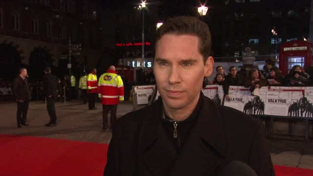 vídeos y material grabado en eventos de stock de bryan singer on the energy between him and tom cruise on making a superman sequel and on meeting tom cruise for the first time at the uk valkyrie uk... - superman superhéroe