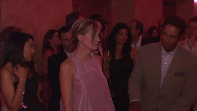 bryant gumbel and hilary quinlan at the 'une journee a paris' hosted by van cleef arpels at the hammerstein ballroom in new york new york on... - hammerstein ballroom bildbanksvideor och videomaterial från bakom kulisserna