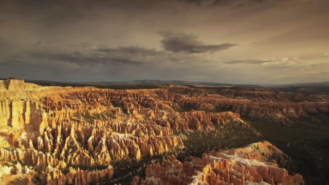 ws bryce canyon amphitheater, utah, usa - 堆積岩点の映像素材/bロール