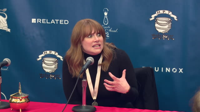 vídeos de stock, filmes e b-roll de interview bryce dallas howard on not letting her father ron howard hear her do a monologue when she auditioned for nyu at hasty pudding theatricals... - ron howard