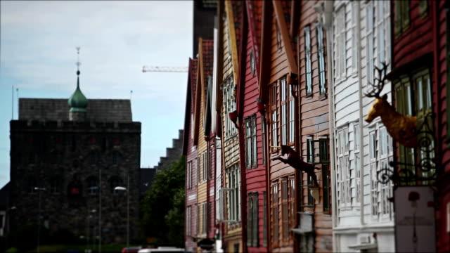 Bryggen città vecchia di case in legno di Bergen e nave da crociera